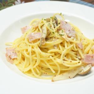 フライパンひとつで手軽に!きのことベーコンの粒マスタードマヨパスタの作り方・レシピ
