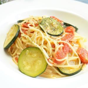 夏野菜の簡単パスタ!ズッキーニとミニトマトのオイルソースパスタの作り方・レシピ