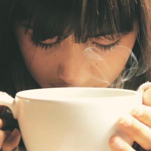 白湯を飲んできれいになる!便秘改善に試す価値あり