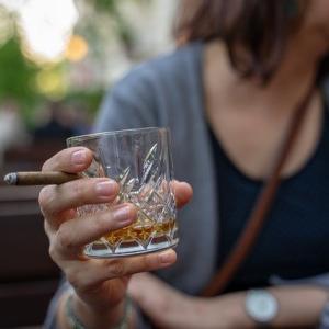 【増税】2020年10月からお酒もタバコも値上がり、だけど値下がりするものも