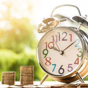 【投資】大学生がつみたてNISAを始めるのは早すぎる?今と未来のバランスが大切