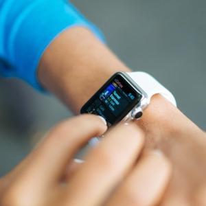 アップルウォッチ最大の魅力は健康管理ができること!ダブルリスティングもあり?
