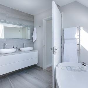 我が家のお風呂はガラス張り、トイレもオープンで丸見えです?
