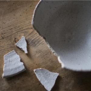 皿を投げるな‼️割るな‼️子供か‼️‼️