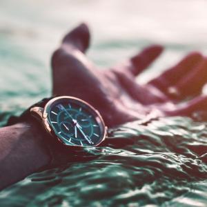 アウトドアで活躍する腕時計!ハイテク機能を駆使していこう!
