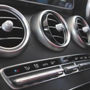 車の暖房は燃費に関係あるのか?適切な温度調整についても解説