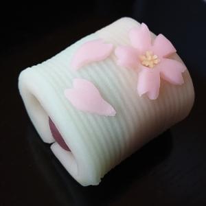 お堀の桜 和菓子 三英堂