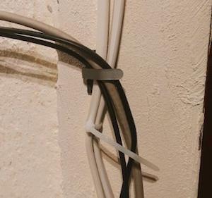 【🔧DIY】これは便利❗️ケーブルがすっきり⭐️壁に固定するアイテム✨「コードフック」