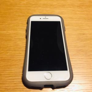新作iPhoneSE、iFaceに合うサイズの保護フィルムを検証