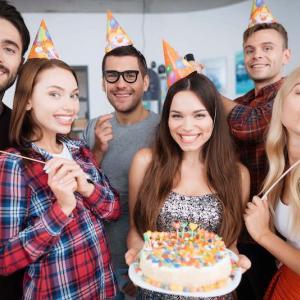 誕生日に役立つ英語メッセージや書き方を紹介【友達や恋人向け】