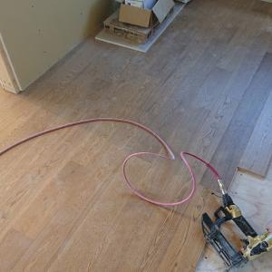 家が出来るまでの振り返り⑨床貼りが始まり、キッチンが入りました!