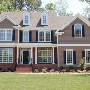 【住宅ローン】返済が苦しいなら借り換えか家の売却を検討しましょう