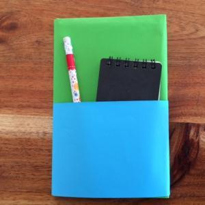 ブックカバーを紙で手作り 簡単おしゃれなポケット付きの作り方