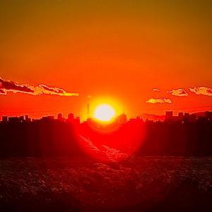 河川敷の夕陽に願いを込めて