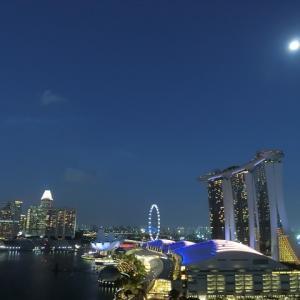 満月と虹とマリーナベイサンズ