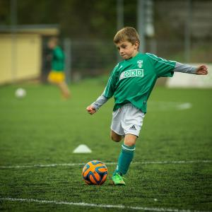 少年サッカースクールの月謝やはじめにそろえるものの費用って?