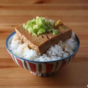 朝ごはんの豆腐丼