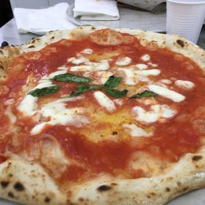 イタリアひとり旅⑧【前半:南イタリア編】ナポリで本場のピザを食べる!人気店に並びたくなければピンで行くこと!