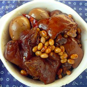 中国のブタがサッカーする食べ物とは?