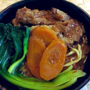 台湾の牛肉麺を豚肉で作って、お肉トロトロの『猪肉麺(豚肉麺)』にしてみた。