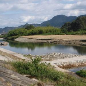 桑名でアユ釣り男性2人、中州に取り残される