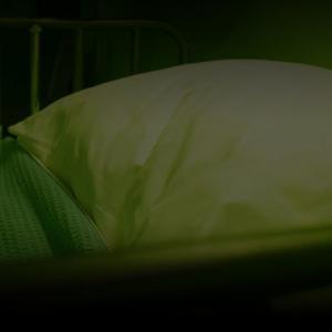 『ペイシェント 声なき患者』声を聞いたものはすべて死ぬ。閉鎖空間で繰り広げられる悪霊とのスリリングな駆け引き