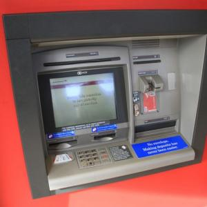 カナダの銀行ATMの利用方法について。カナダのATM入金では封筒が必要?