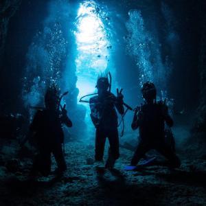 沖縄と言えば海!圧倒的大人気の神秘的な青の洞窟!!