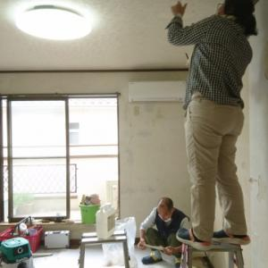 汚れ防止の壁紙と通気性タイプの壁紙