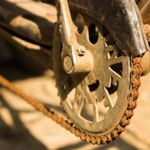 自転車のチェーンがすぐに外れる原因は?自分で直すことはできない?