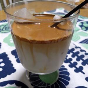 ダルゴナコーヒーとミニバーガー