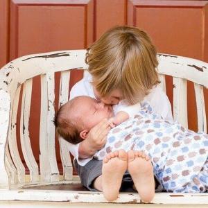 赤ちゃんの銀行口座は必要なの?必要書類や申し込み方法、オススメの口座をFPが説明