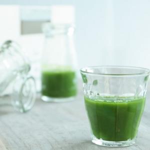 青汁の栄養素|ケール、大麦若葉、明日葉青汁の成分
