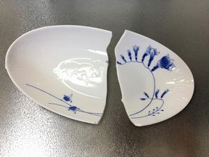 100円の皿を割ったら、説教3時間。