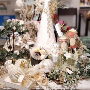 ショップのクリスマスディスプレイ~白い頃
