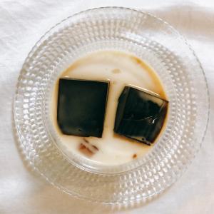 成城石井のコーヒーゼリーは角切りのゼリーが入ったミルク味