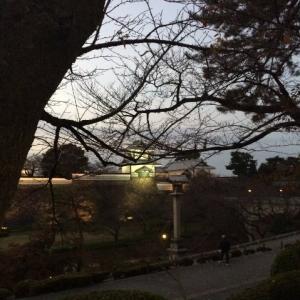 茶店通りから見る石川門。