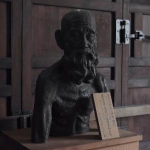 尾山神社神門二層。