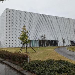 金沢海みらい図書館。