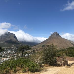 【南アフリカ】ケープタウン旅行記⑧ 6日目 シグナルヒルからテーブルマウンテン・ロベン島を望む