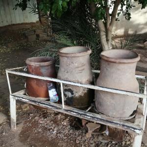 町中で見かける壺!?水を喜捨する心優しきスーダン人