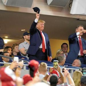 【MLB】トランプ大統領、開幕時期を通達!!~~~~~。