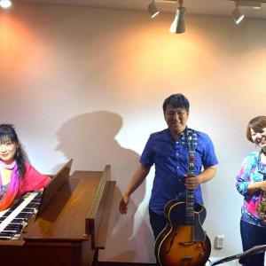 3人で 4つ(*´∀`)♪【Trio Cuatro】