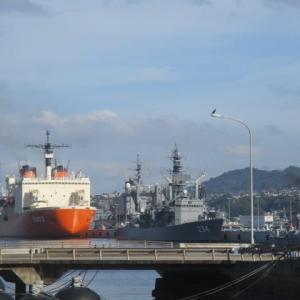 呉港で砕氷艦しらせ発見 アレイからすこじまの潜水艦基地 新型コロナウイルスの中でも海上自衛隊員は任務完遂
