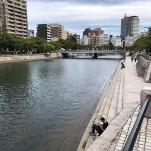 今日の広島市は雲 平和公園の横を流れる元安川に吹く風