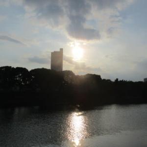 7月の夕暮れ・・・仕事終わりの帰り道 夕陽が綺麗です 広島市の黄昏どき・・・アフターコロナはいつかなあ?