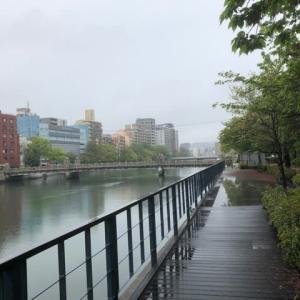 台風14号の影響でしょうか?広島市は、雨です