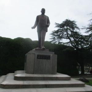 池田勇人総理大臣の銅像・・・大戦に敗れ焼け野原と化した日本を経済面で再興し、経済大国にした広島出身の政治家・・・所得倍増計画