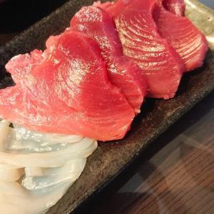 自由市場 富田鮮魚店のイカ 土井商店のマグロ