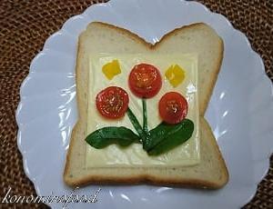 トマトのお花トースト